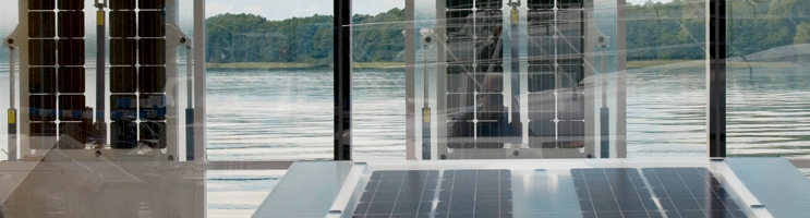 Foto: Blick durch die Seitenfenster mit Solarflügeln
